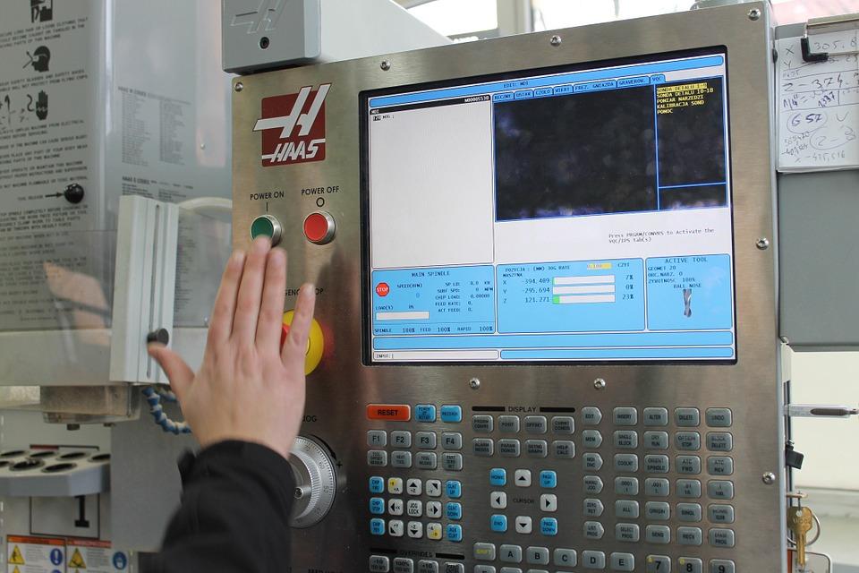 Operatorzy maszyn sterownych numerycznie CNC